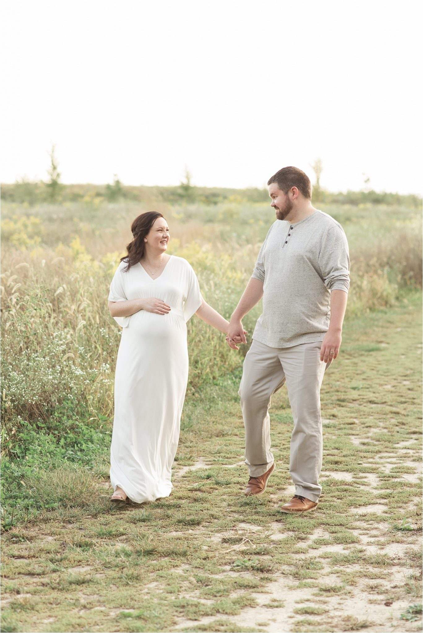 outdoor maternity session in indianapolis at sunset with natural light by lindsay konopa photography