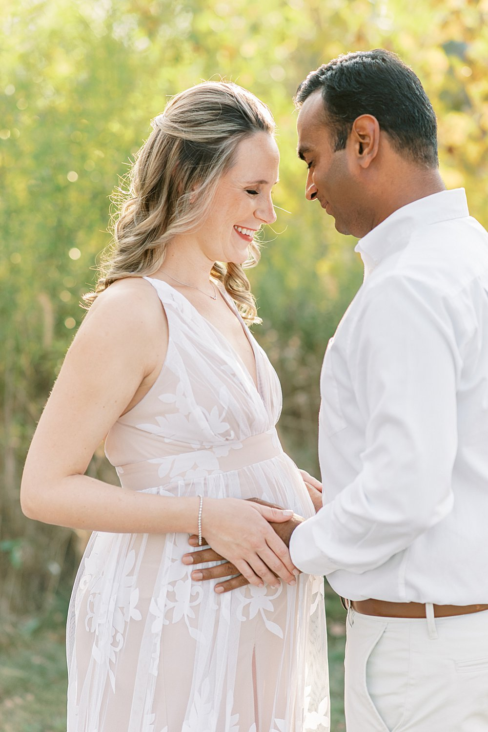 Outdoor maternity session with Zionsville maternity photographer Lindsay Konopa Photography