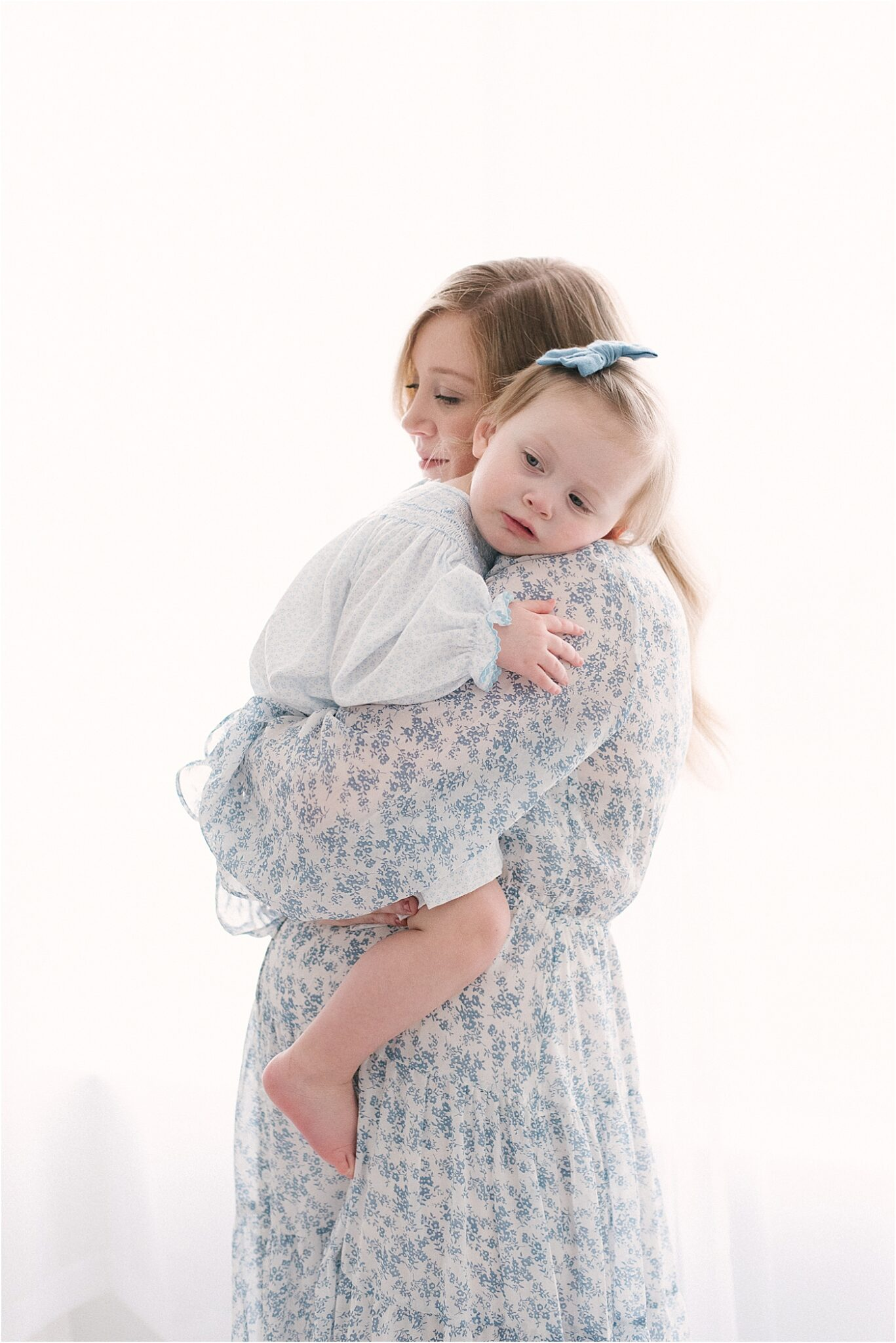 Mom holding her daughter during maternity session. Photo by Carmel IN maternity photographer, Lindsay Konopa Photography.