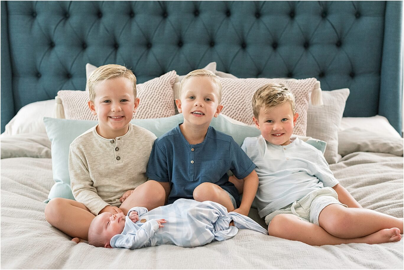 Lifestyle newborn photoshoot with four brothers! Photos by Lindsay Konopa Photography.