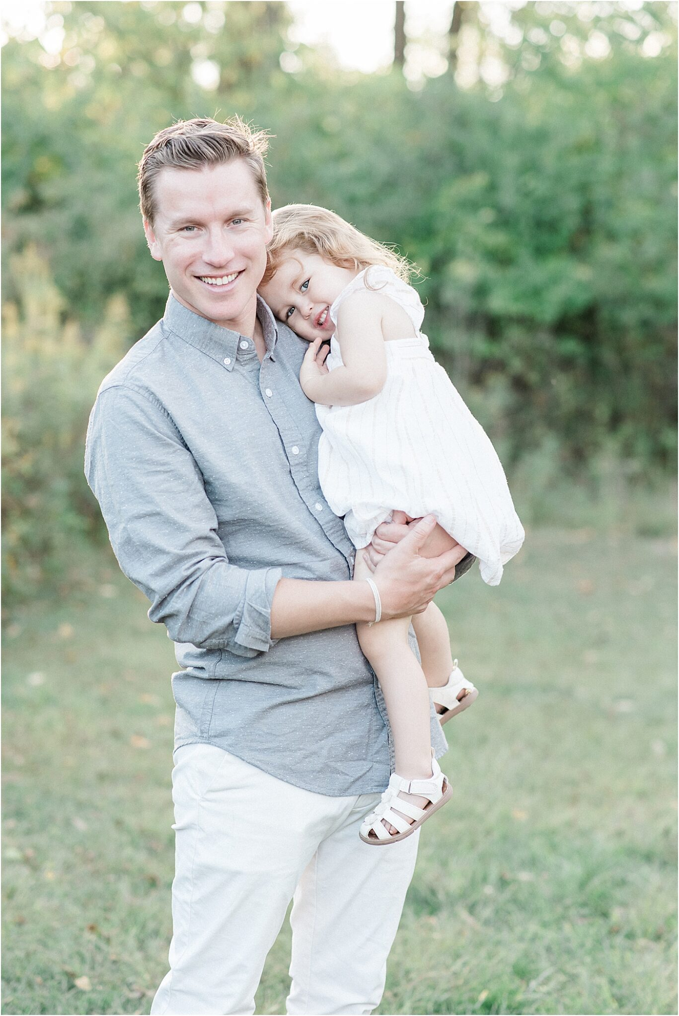Dad holding his daughter. Photo by Lindsay Konopa Photography.