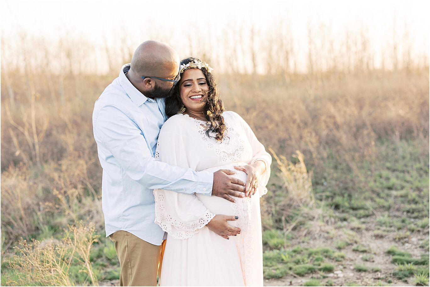 Outdoor maternity session with Natural light photographer in Indy, Lindsay Konopa Photography.