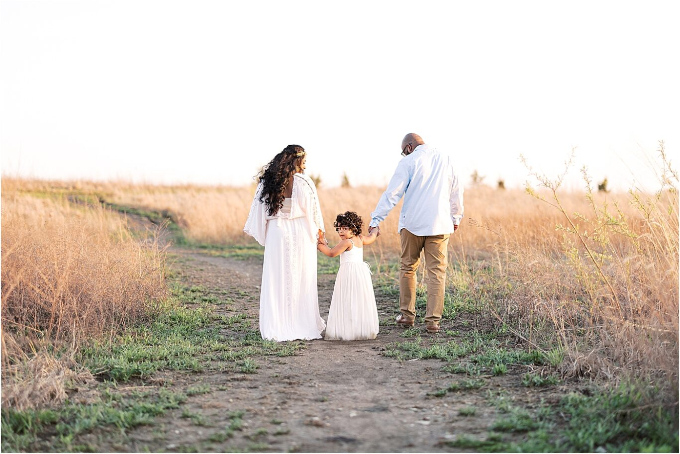 Sunset maternity session with Lindsay Konopa Photography.
